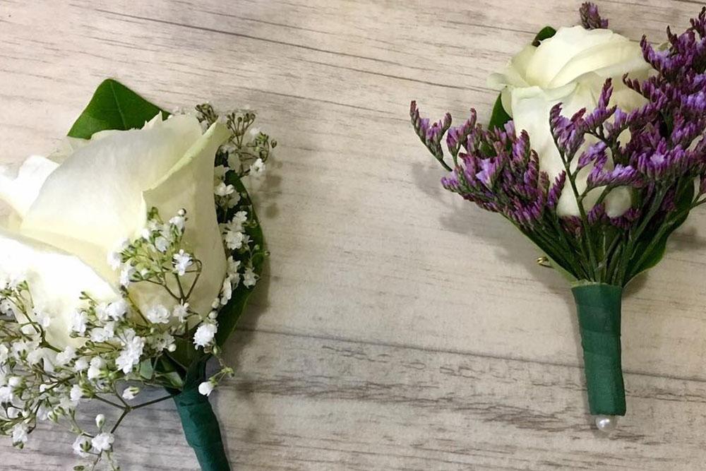 boutonniere-marié-petales-de-rose-la-tour-daigues1