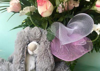 composition naissance petales de rose la tour daigues3