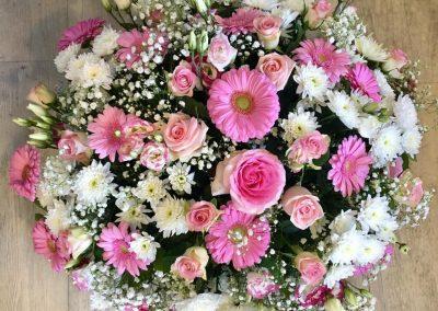 coussin deuil petales de rose la tour daigues 2