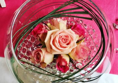 decoration florale petales de rose la tour daigues 2