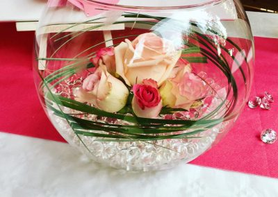 decoration florale petales de rose la tour daigues 3