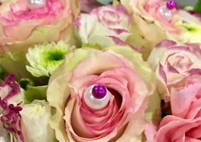gateau fleuri petales de rose la tour daigues10