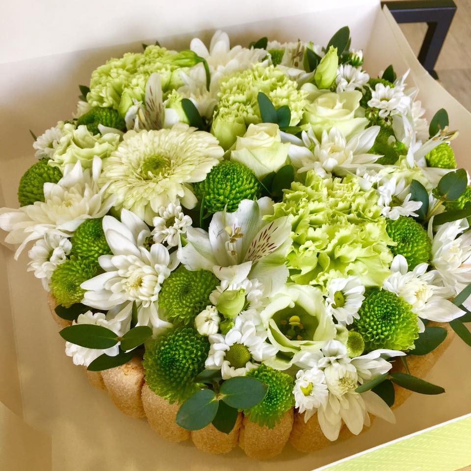 anniversaire, naissance, fêtes | pétales de rose fleuriste à la tour