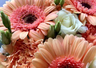 gateau fleuri petales de rose la tour daigues5