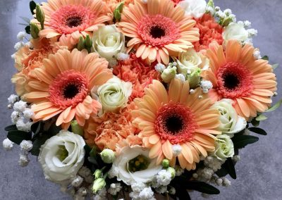 gateau fleuri petales de rose la tour daigues7
