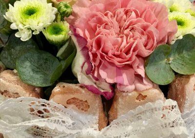 gateau fleuri petales de rose la tour daigues9
