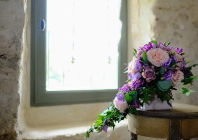 Lisa et Florian par pétales de rose fleuriste à la tour d'aigues