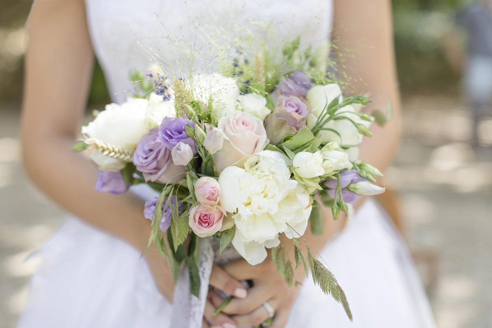 pétales-de-rose-fleuriste-à-la-tour-d'aigues-accueil