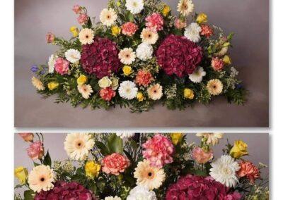 devant de tombe classique par pétales de rose